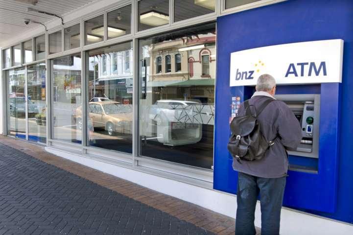 Man use BNZ ATM Machine